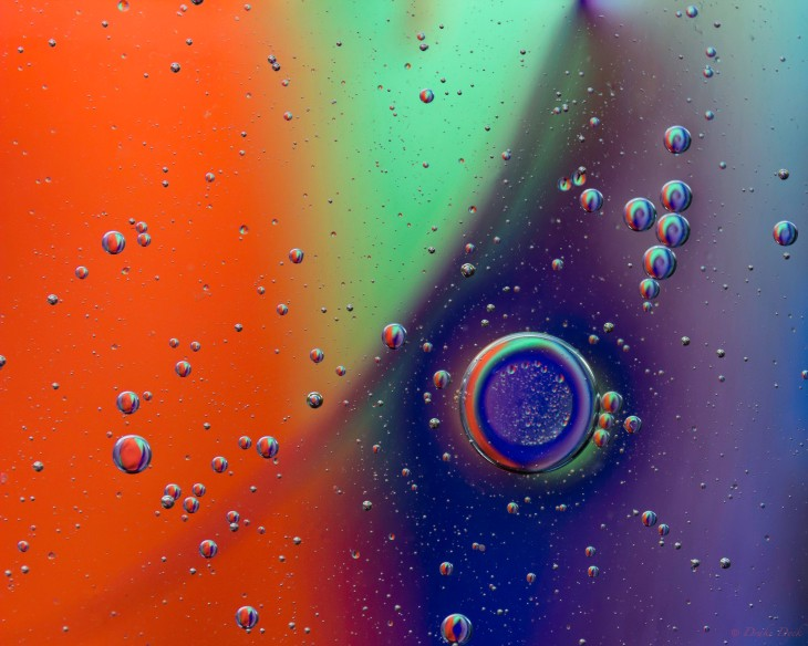 spiral pattern in bubbles of oil on water